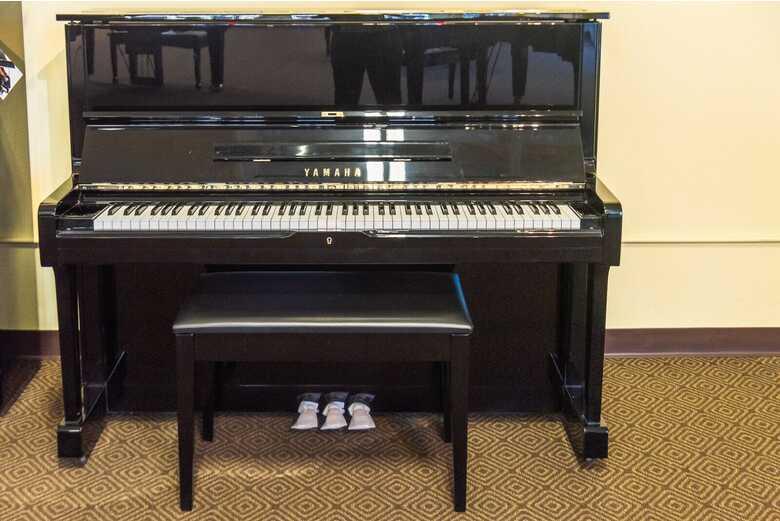 """Yamaha U1M 48"""" Upright Piano in Polished Ebony"""