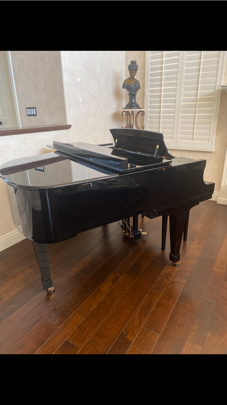 Excellent condition Boston Baby Grand