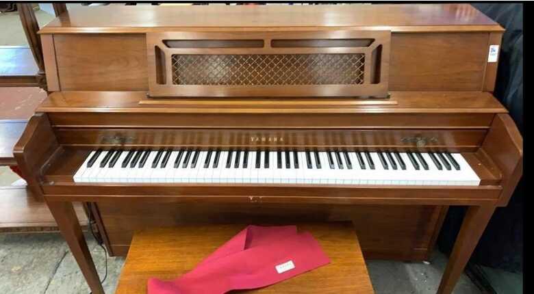 YAMAHA UPRIGHT PIANO MODEL # M304