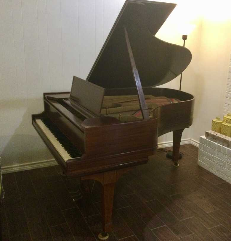 1920 Art Deco style grand piano .