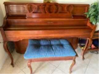 Piano in beautiful condition, beautiful tone.