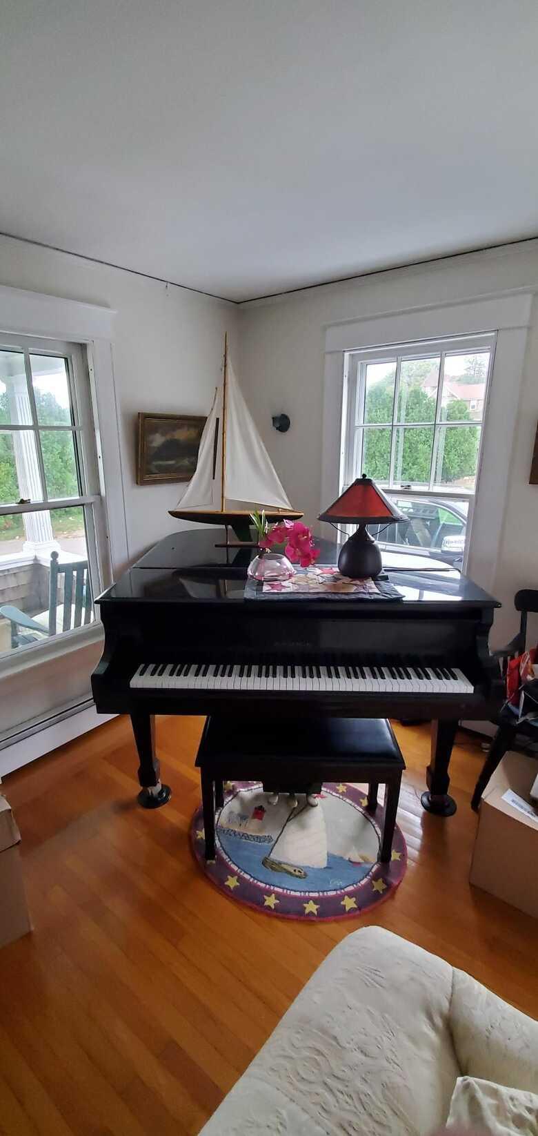 SAMICK SG-150C BABY GRAND PIANO