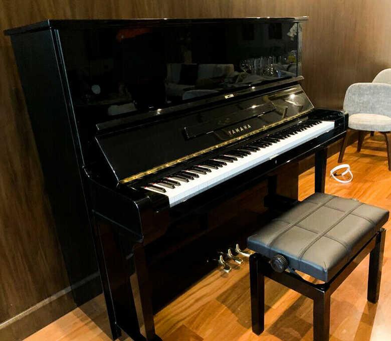 "Yamaha u3 52 "" Upright grand piano in Atlanta / Under warran"
