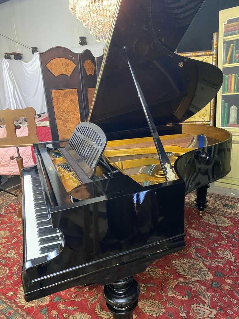 PETROF grand piano model IV & Steinway key felt cover.