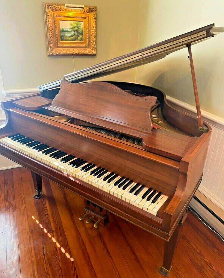 Super cute baby grand piano ( free Steinway key felt cover )