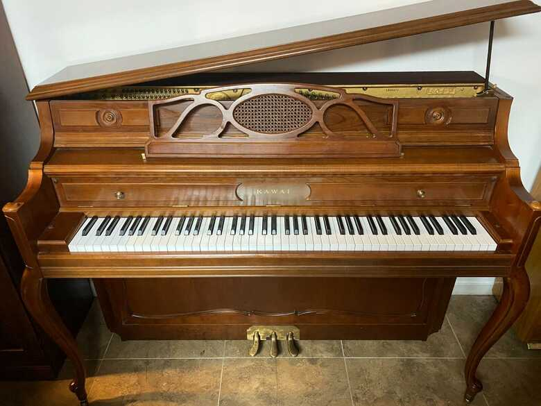 """Kawai 46"""" Upright piano ( Watch exceptional sound on the vid"""