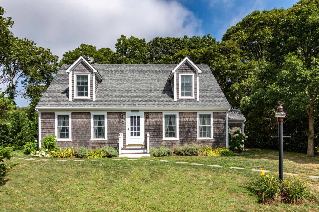 Classic Cape Near Lake Tashmoo In Vineyard Haven With Transferrable Ferry Tickets