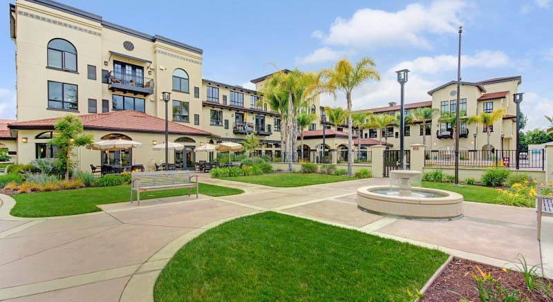 pg-courtyard-at-senior-living-in-ca.jpg