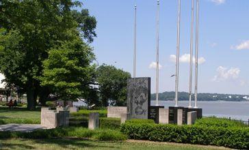 Owensboro_KY_Military_Memorial.JPG