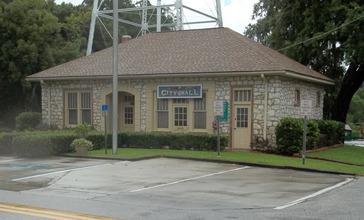 San_Antonio_FL_city_hall04.jpg