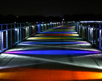 Kruidenier_Trail_Bridge_at_night.jpg