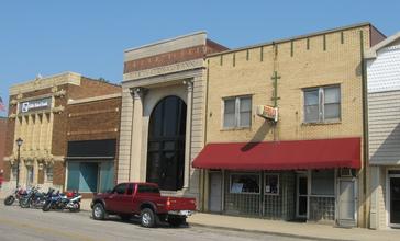 Main_Street_in_downtown_Poseyville.jpg