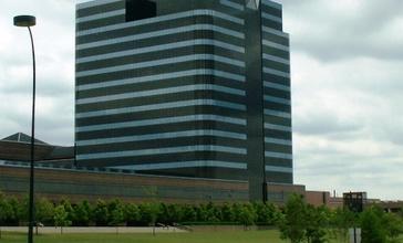 Chrysler_Headquarters_Auburn_Hills_20060624.jpg