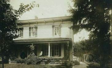 Home_of_Andrews_Family_in_Evansville_Wisconsin_Circa_1890_Websize-84k_.jpg