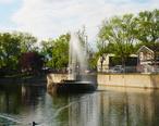 Manlius_Swan_Park_fountain.jpg