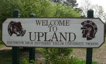 Upland__Indiana_welcome_sign.JPG