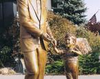 President_John_F._Kennedy_and_John_Jr._Bronze.jpg