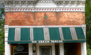 Ice_Cream_Parlor__Galien__Michigan.jpg