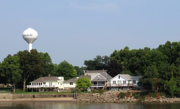 Camanche__Iowa_from_the_Mississippi_River_01.jpg