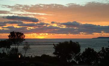 Little_Traverse_Bay_at_sunset.jpg