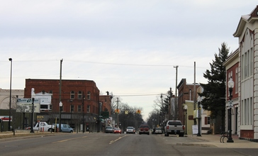 Downtown_Fowlerville_Michigan_Grand_Avenue_at_Church_Street.JPG