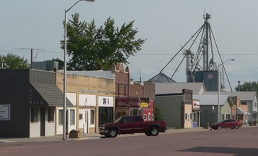Armour__South_Dakota__E_side_Main_St_S_of_2nd_St.jpg