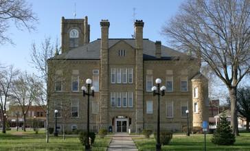 Lucas_County__Iowa_Courthouse.jpg
