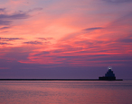 Manitowoc_s_North_pier_lighthouse.jpg