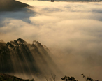 San_francisco_in_fog_with_rays.jpg