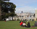 Alamo_Square_with_Painted_Ladies__SF__CA__jjron_26.03.2012.jpg