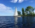 Sail_boat_in_Escanaba_MI.jpg