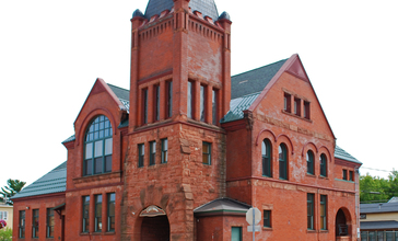 Ishpeming_Municipal_Building_2009.jpg