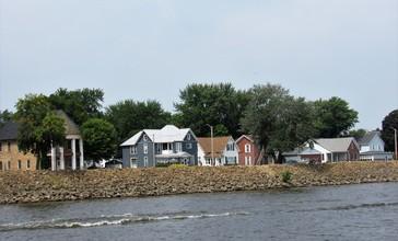 Sabula__Iowa_from_the_Mississippi_River_04.jpg