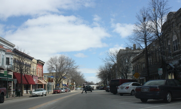 Whitewater_Wisconsin_Downtown_Looking_East.jpg
