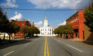 Pine_Bluff_AR_-_main_street_and_courthouse.jpg