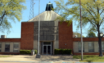 Crossett_Municipal_Building__front__cropped_.jpg