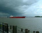 Tanker_IVER_SPRING_on_Mississippi_River_in_New_Orleans.jpeg