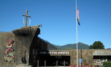 Glendale_High_School_pirate_ship_entrance_-_Glendale_Oregon.jpg