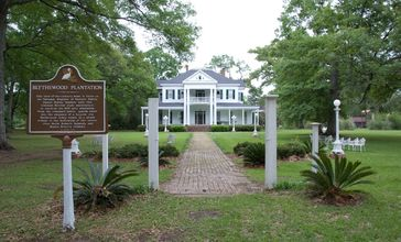 Blythewood_Plantation_House_Amite_Louisina_entrance.jpg