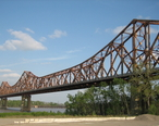 Huey_P_Long_Bridge_Baton_Rouge_northwest_1__cropped_.jpg