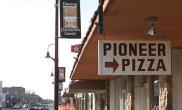 Gentry_arkansas_pioneer_pizza.jpg