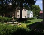 Fountain_next_to_W.H._Morgan_House_in_Peabody__Kansas.jpg