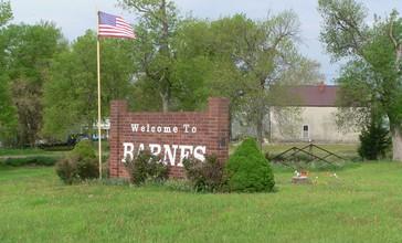 Barnes__Kansas_welcome_sign_and_kingpost_bridge_1.JPG