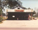 Homer_s_Texaco_Service_Station__Loreauville__LA__Circa_1981.jpg