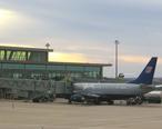 Boeing_737_at_Oklahoma_City_airport.jpg