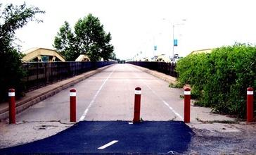 Old_bridge_across_Arkansas_River.jpg
