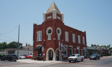 Granbury_June_2018_33__Red_On_the_Square_-_Texas_State_Bank_.jpg