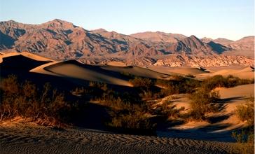 Sand_Dunes_in_Death_Valley_National_Park.jpg