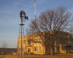 Windmill_at_courthouse__Sterling_City__TX_IMG_1404.JPG