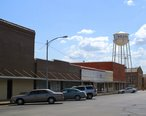 Hearne_TX_-_downtown_with_water_tower.jpg